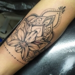 girly tatouage floral tattoo madala whip orchidé